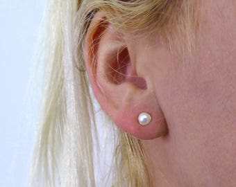 Pearl stud. Solid 14k gold pearl stud earrings. Post pearl earrings. Gold stud earrings. Pearl jewelry. Romantic. 14k earrings (e04211gp)