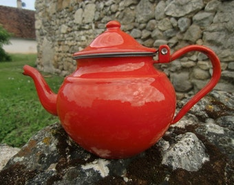 Vintage french 1960 Tea or coffee pot red email
