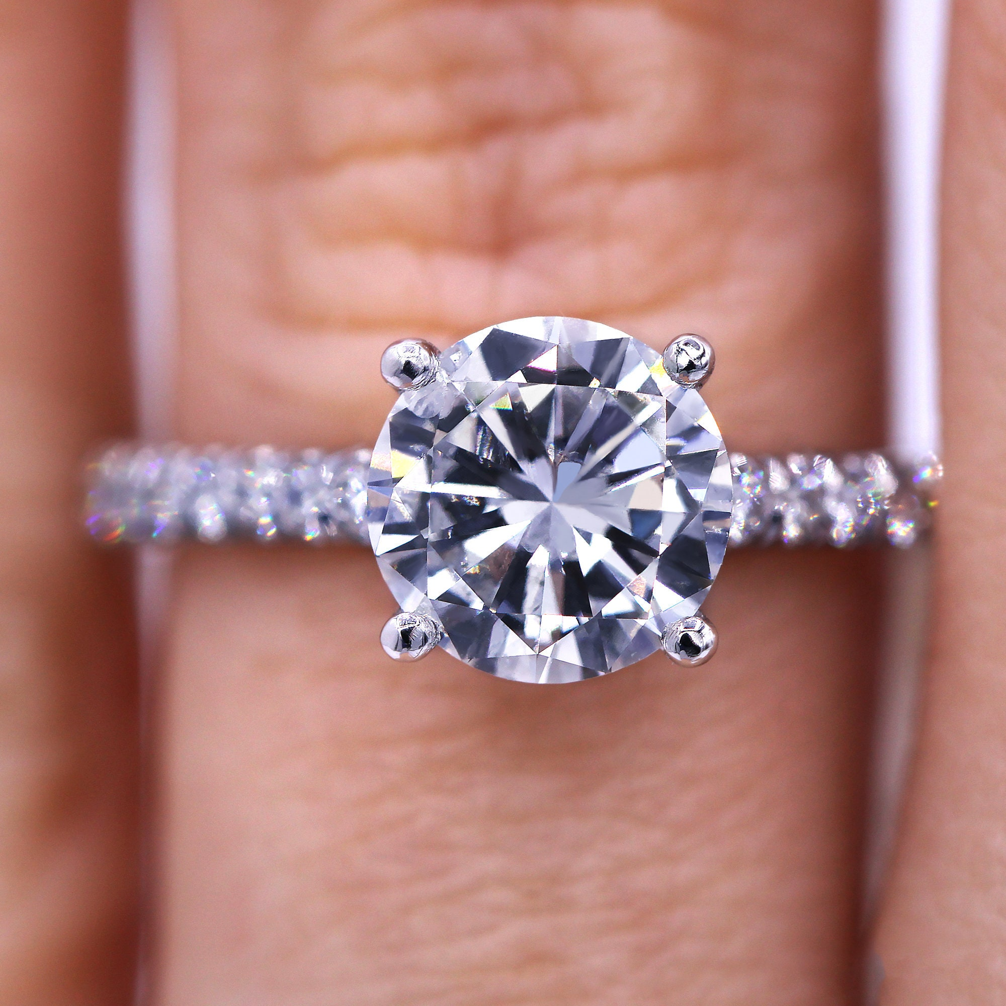 Stunning 1.67 carat round shaped diamond engagement ring
