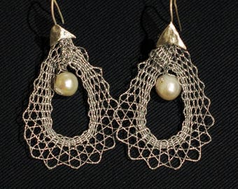 model Echo: bobbin lace pendants with pearl and sterling silver base