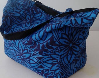 Reversible Tote Bag in a Blue Floral Pattern with Contrasting Black Broadcloth