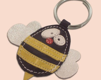 Cute little bee leather animal keychain - FREE shipping Worldwide - Handmade Leather Bee Bag Charm