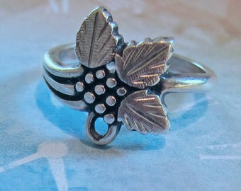 Sterling Silver Wheeler Black Hills Design Grapes and Leaves Ring Size 5