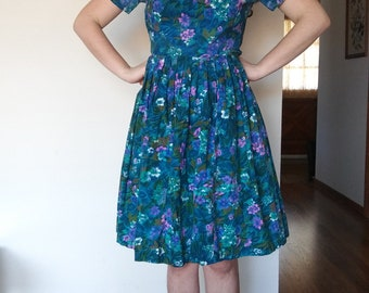1950s 1960s floral cotton pleated dress // medium