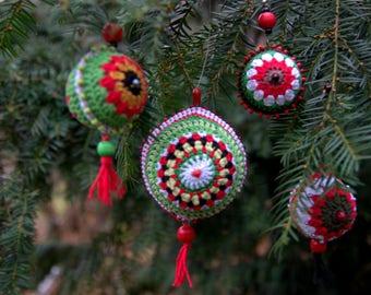 Set of 4 Christmas colors green red white crochet balls