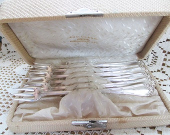 Antique set Niagara Falls Silver Company Seafood Forks - in original case - Aug.  Clause Jeweler, Springfiled Ill.Estate find!