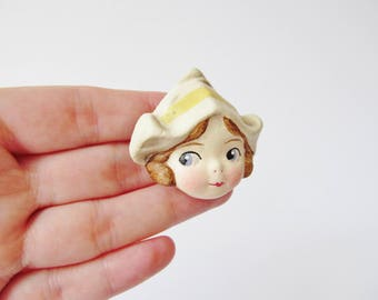 Dutch Girl Doll Brooch Lysbet - Pale Yellow - Antique Paperclay Doll Pin