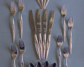 Oneida Flight Silverplate Flatware Four - 5 pc Place Settings Knives, Dinner Forks, Salad Forks, Soup Spoons, Teaspoons