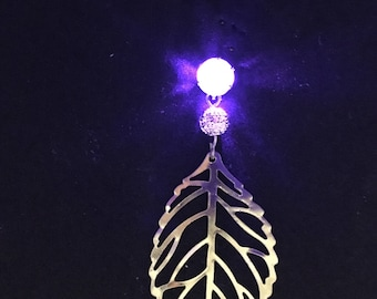 Best gift! LED light-up earring. Free extra batteries. Carefully tested before shipping.