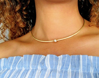 Dainty Pearl Choker, single pearl necklace, simple pearl choker, Gold Choker, metal choker, thin brass choker, dainty necklace, boho, gift
