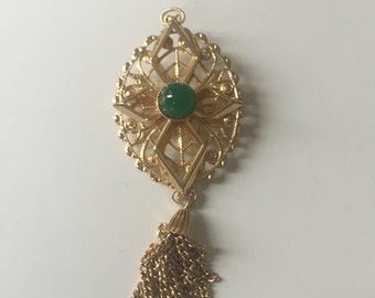Stunning vintage brooch with emerald detail