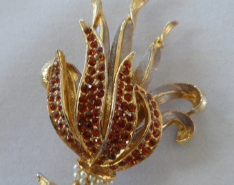 HOLLYWOOD signed Brooch floral spray with red stones and small pearly stones pin vintage