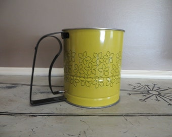 Androck Flour Sifter Metal Flour Sifter Vintage Kitchen Made in U.S.A. Daisy Vintage Sifter Retro Kitchen Metal Kitchen Yellow Housewarming