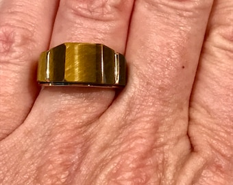 14k gold and tigers eye ring. 3.7 dwt, sz 5.5