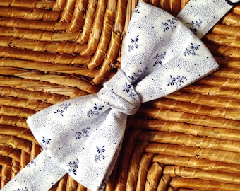 Bow tie with blue flowers