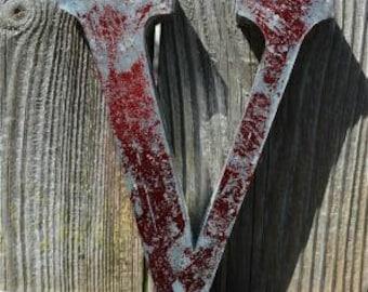 Medium vintage style 3D red letter V