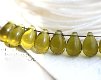 Olive green teardrops, Olivine yellow Czech Glass beads, pressed beads, green drops - 6x9mm - 20pc - 2144