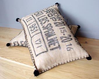 Coussin de sol vintage en sac à café en  jute à texte