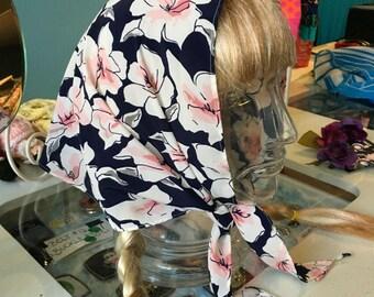 Vintage 1970s Blue Flowered Kerchief