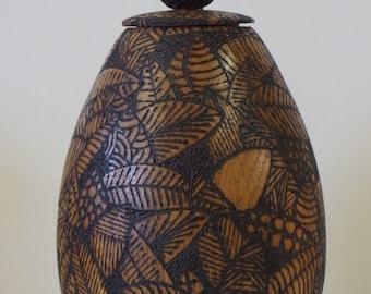 Oak lidded pot