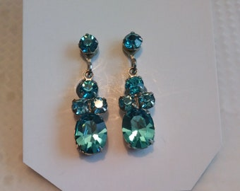 Vintage dangling blue rhinestones screw back earrings in silver tone