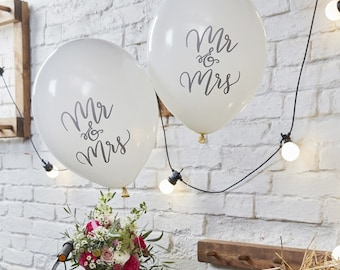 Mr and Mrs White Wedding Balloons//Stylish Wedding Decorations/Written Mr and Mrs Balloons/Party Decoration/Pack of 10/Newly Weds/Boho