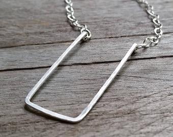 Minimalist RECTANGLE HAMMERED PENDANT, Geometric Chocker & Necklace Sterling Silver [Géométrique Pendentif Argent—Colgante Rectangulo Plata]