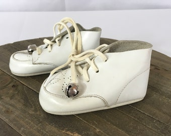 Vintage 1970's Lazy-Bones Kewpie Twins White Baby Shoes With Bells, Size 1 Made In The USA, Vintage Baby Shoes, Vintage White Baby Shoes