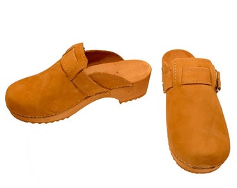 Nubuk Clogs with buckle honey color