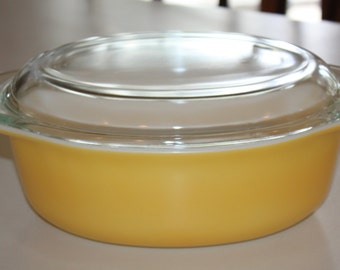 Vintage Pyrex Bright Yellow 1 1/2 Quart. Serving Bowl With Lid