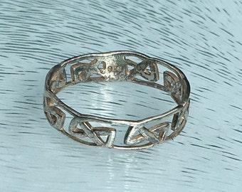 Celtic Knot Design Ladies Ring in Sterling Silver, Boho Vintage Ring  - U.S. Size 7.25 (uk O + 1/2).