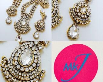 Necklace/Rani Haar, Earrings and Mathaa Pathi Set