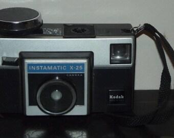 Vintage Kodak Instamatic X-25 Camera for obsolete type 126 film cartridge