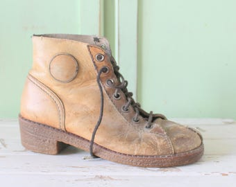 1980s RUGGED BOOTS...size 8 9 boots....leather boots. unisex. rad 80s boots. urban. hipster. boho. indie. retro. rugged. hiking. brown.