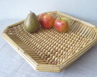 Vintage Large Woven Wicker Straw Basket, 14,1 x 13,9 inch, Bread Fruit Pie Basket Rustic Kitchen Storage Cottage Serving Basket Tray @222