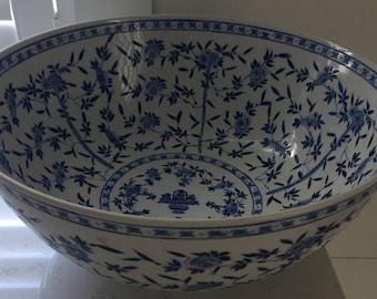 Stunning Porcelain Asian Bowl