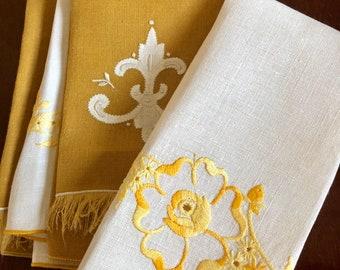 6 vintage color-coordinated linen dinner napkins // gold and cream // fluer-de-lis // rose //