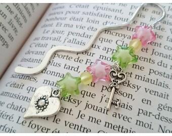 Marque-pages argenté livre Amour acidulé, perles étoiles, pastel, breloque coeur, clé