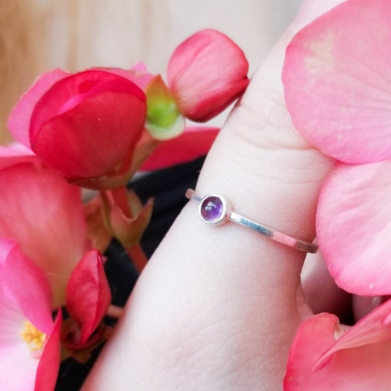 Small Amethyste Ring, Purple Gemstone Ring, Ultraviolet, Round Amethyste Cab, February Birthstone Jewelry, Purple and Silver, Stacking