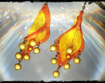 EL SOL Y TU - fabric (batik) shades of yellow - orange leather - yellow and orange magic pearls earrings