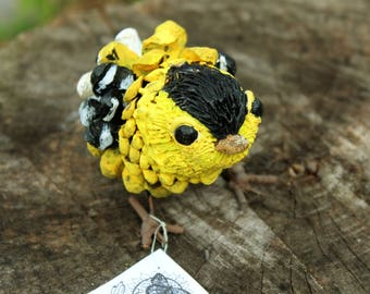 Goldfinch Adirondack Pinecone Figurine