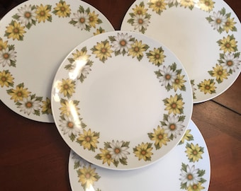 Noritake Marguerite Dinner Plates (Set of 4) Yellow and White Daisies Retro