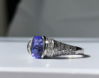 18ct White Gold Tanzanite and Diamond Ring, Tanzanite and Diamond Ring, Tanzanite Engagement Ring, Diamond Engagement Ring, Tanzanite Ring