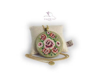 Cross stitch pendant by Suza, embroidery necklace, flower necklace, vintage style, gift for her, floral, Christmas gift