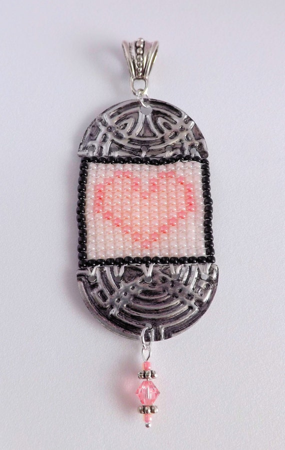 Beaded Heart Pendant in Pinks SKU: PEN1004