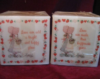 "N0S HOLLY HOBBIE Pillar CANDLE 4"" Square Strawberry Heart ""Love Can Make True Happiness Grow"" Doll Decoration Vintage 1970s Collectible 106"