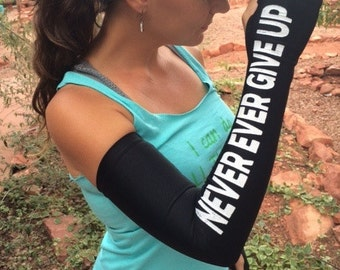 Arm warmers for running - Never give up! -  running sleeves -  Running gear - Gift for runners - Running accessories - Running tank