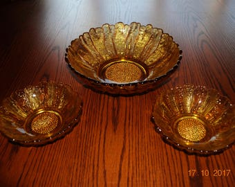 Amber Sunflower Salad Bowl with 2 Small Matching Sunflower Bowls