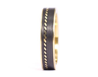 18ct gold and carbon fiber twill. Unique gold wedding band. Water resistant and very durable (04704_5N)