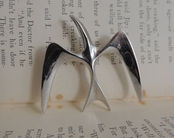 """Sarah Coventry Vintage Silver Tone """"Bird in Fly"""" Brooch/Pin"""